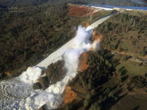 Water rushing through the Oroville Dam as is fails